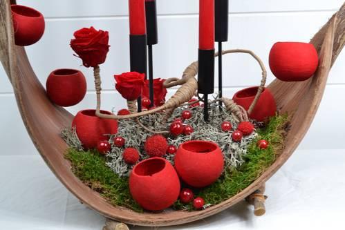 mousse plate, lichen et rose